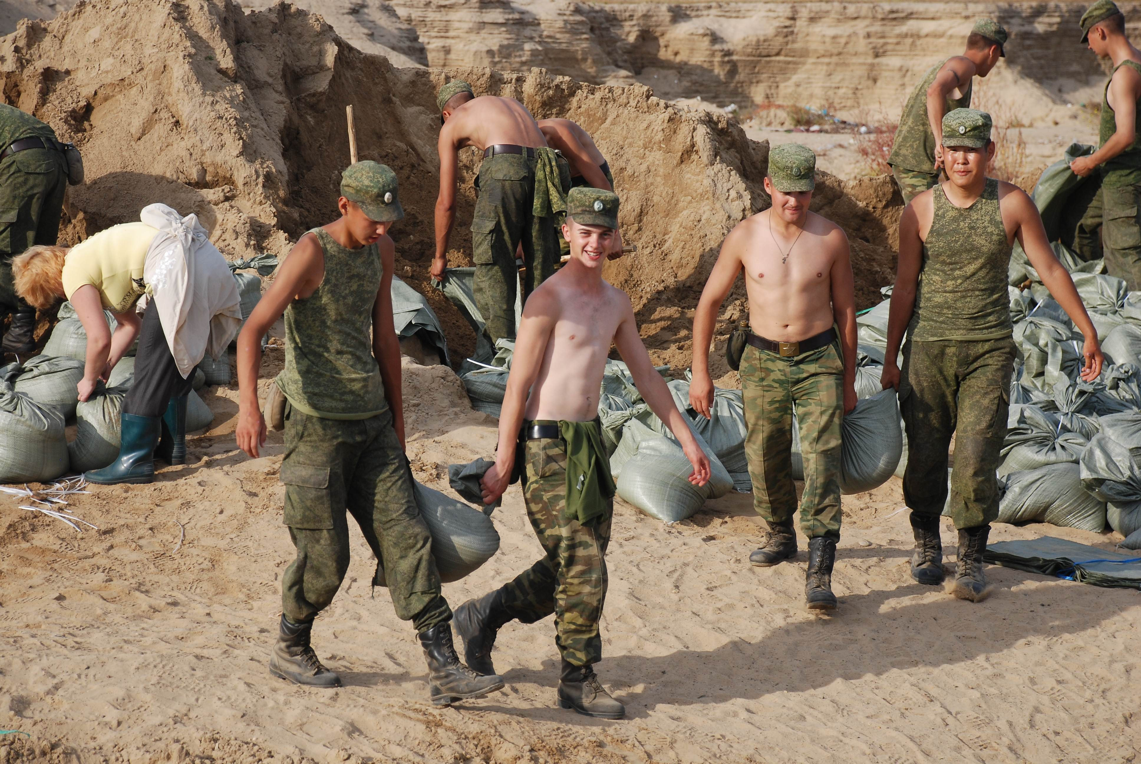 Image result for солдаты работают
