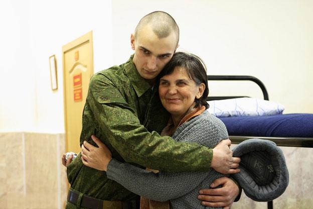 жюри мама встретила сына из армии картинки наделала разных цветовых